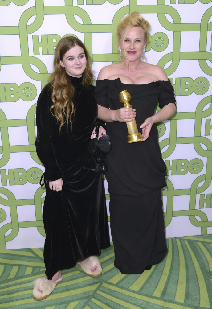 BESKYTTENDE: Skuespilleren spør millioner av Twitter-brukere om det er så rart at hun beskytter datteren sin litt ekstra? Vi skjønner henne godt. Foto: NTB