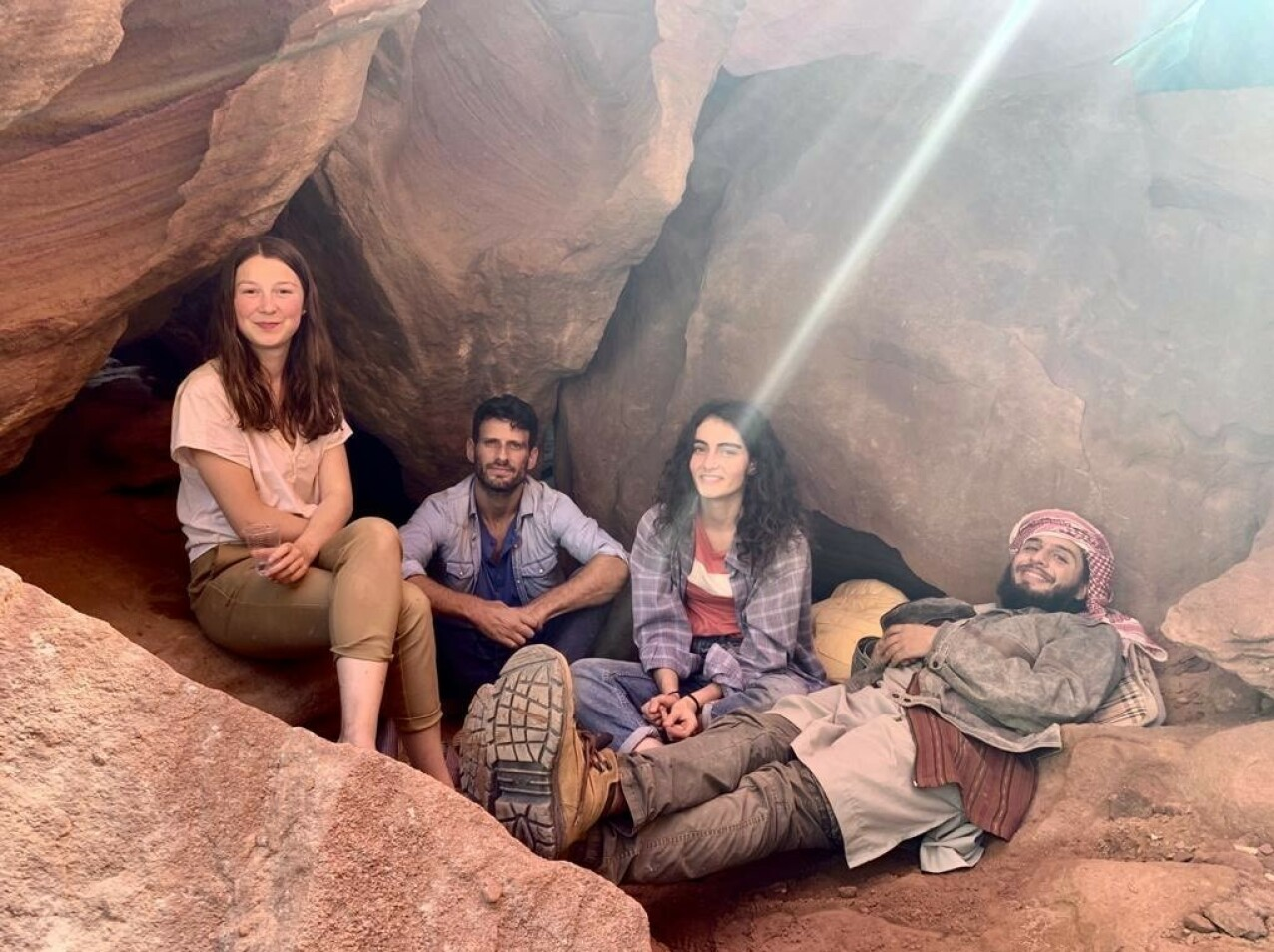 KOHORT: Andrea sammen med medskuespillerne Daniel Litman, Shira Yosef og Shadi Mar'i. FOTO: Privat