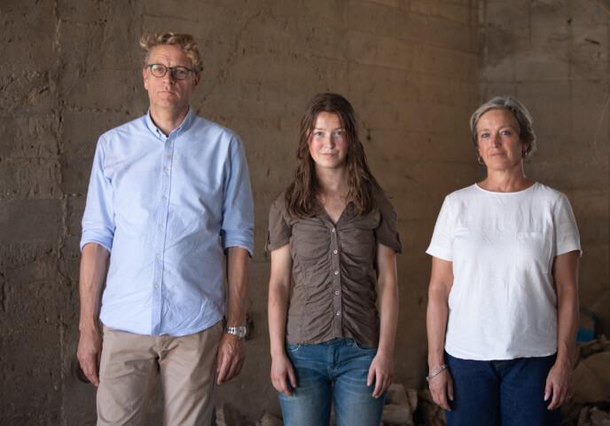 PIAS FORELDRE: Andrea med skuespillerne Anneke von der Lippe og Anders T. Andersen, som spiller Pias foreldre Alex og Karl. FOTO: TV 2