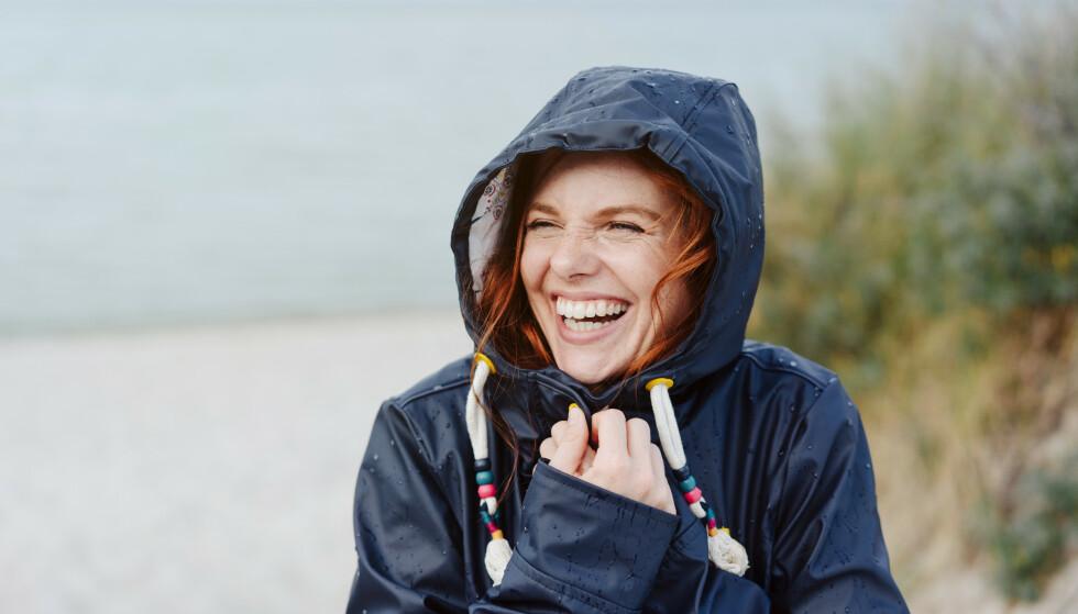 LATTER ER BRA FOR HELSEN: Selvironi og evnen til å le av deg selv kan være veldig bra for selvfølelsen og den psykiske helsen din, sier overlegen. FOTO: NTB
