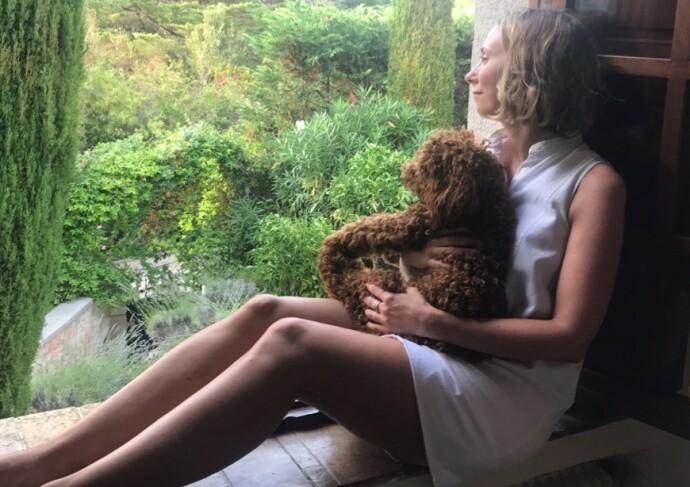 DYREBAR: Jorun Aartun har selv en dvergpuddel ved navn Walther. FOTO: Privat