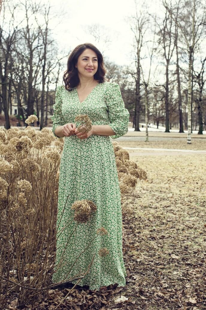 ETTER: Kjole (kr 3200, By Timo). Tips! Med en innsvinget kjole får du fram midjen på flatterende vis. FOTO: Astrid Waller