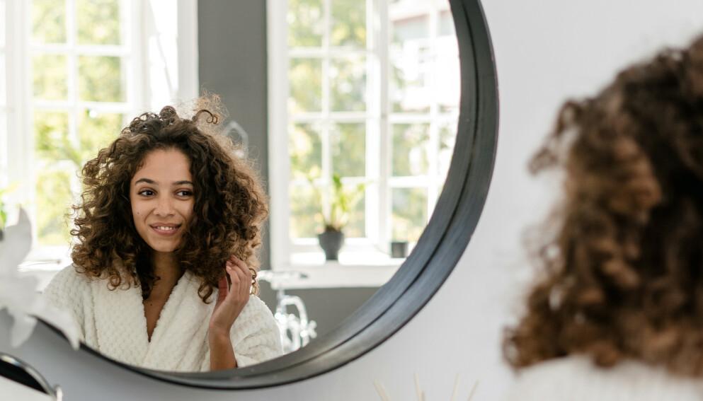 SELVOPPTATT: - Det er sunt å ha gode tanker om deg selv. Vi er alle litt selvopptatte, sier psykologen. FOTO: NTB