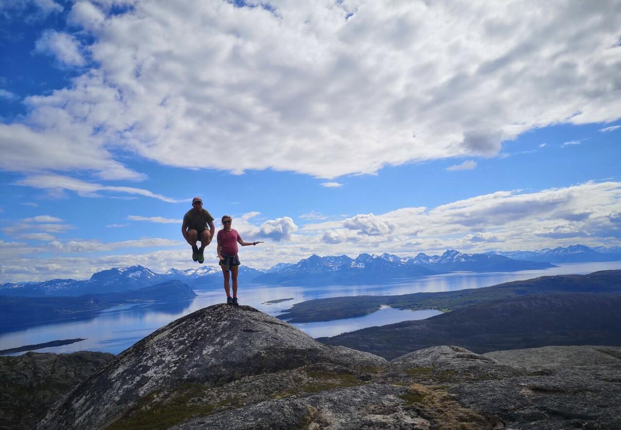 TURGLADE: Jørgen og Karoline på tur på Senja i Nord-Norge én måned før ulykken. FOTO Privat