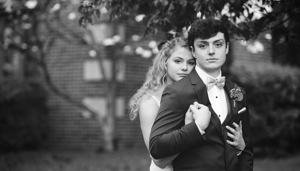 KREFT: Tenåringene Chase og Sadie Smith giftet seg i april 2020 - etter at han fant ut at han var rammet av kreft. Ett år senere sovnet han inn med kona Sadie ved sin side. FOTO: Amy Phipps Photography // YouTube