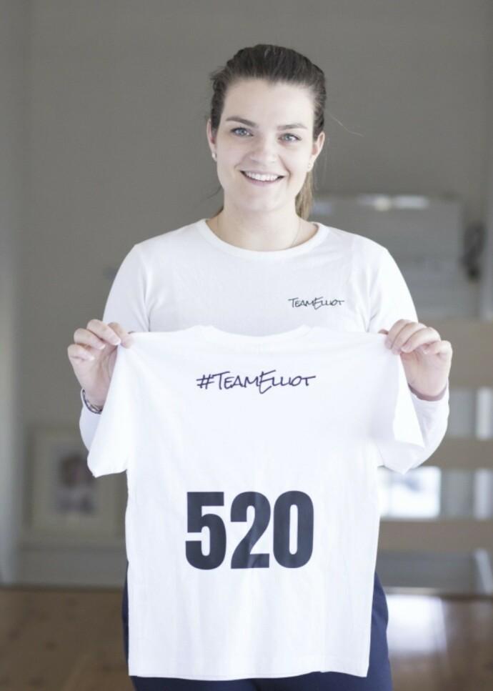 TEAM ELLIOT: En stund solgte Charlotte og Niklas t-skjorter med teksten «Team Elliot», til inntekt for en kostbar cannabisolje som ikke dekkes av det offentlige. Bildet er fra da KK besøkte familien i 2017. FOTO: Charlotte Wiig
