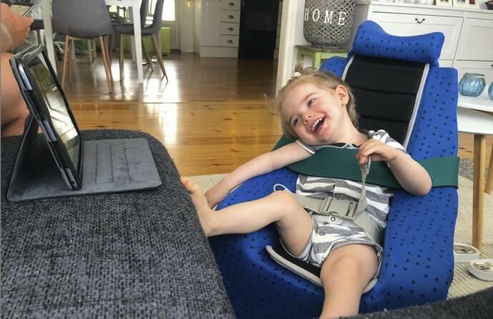 DRØMMEDAGEN: Noe av det beste Elliot vet er å se på Drømmehagen og Fantorangen på iPaden. FOTO: Privat