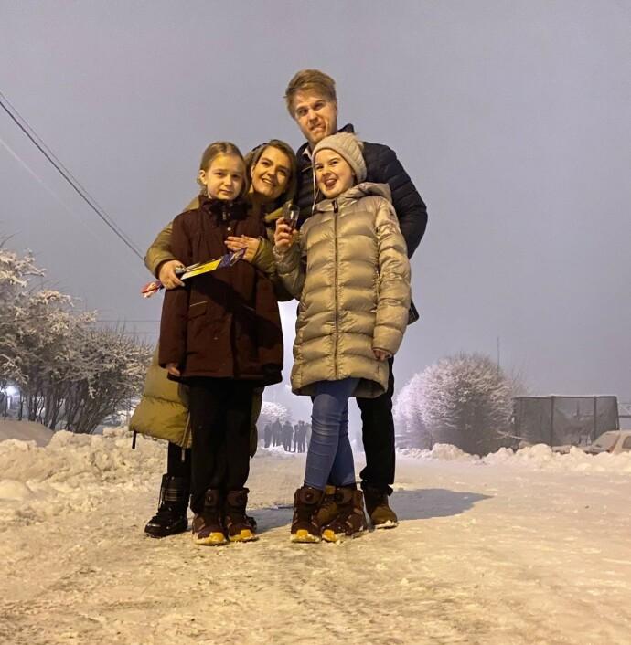 UT PÅ TUR: Charlotte, Niklas og de to eldste døtrene i Trysil, mens Elliot var på avlastningsinstitusjon i helgen. FOTO: Privat