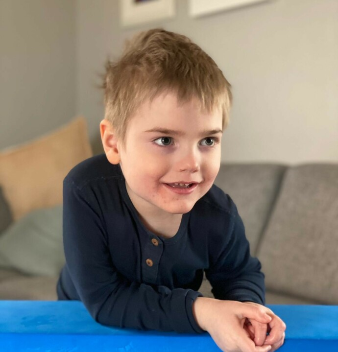 STOR GUTT: Elliot er blitt fem år, og foreldrene opplever at tilstanden hans har stabilisert seg. FOTO: Privat