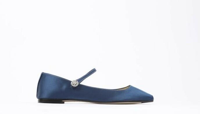 Blå sateng med pynt (kr 3365, Repetto).