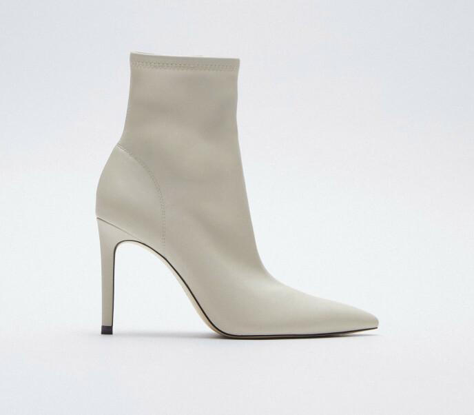 Hvite med tynn hæl (kr 560, Zara).