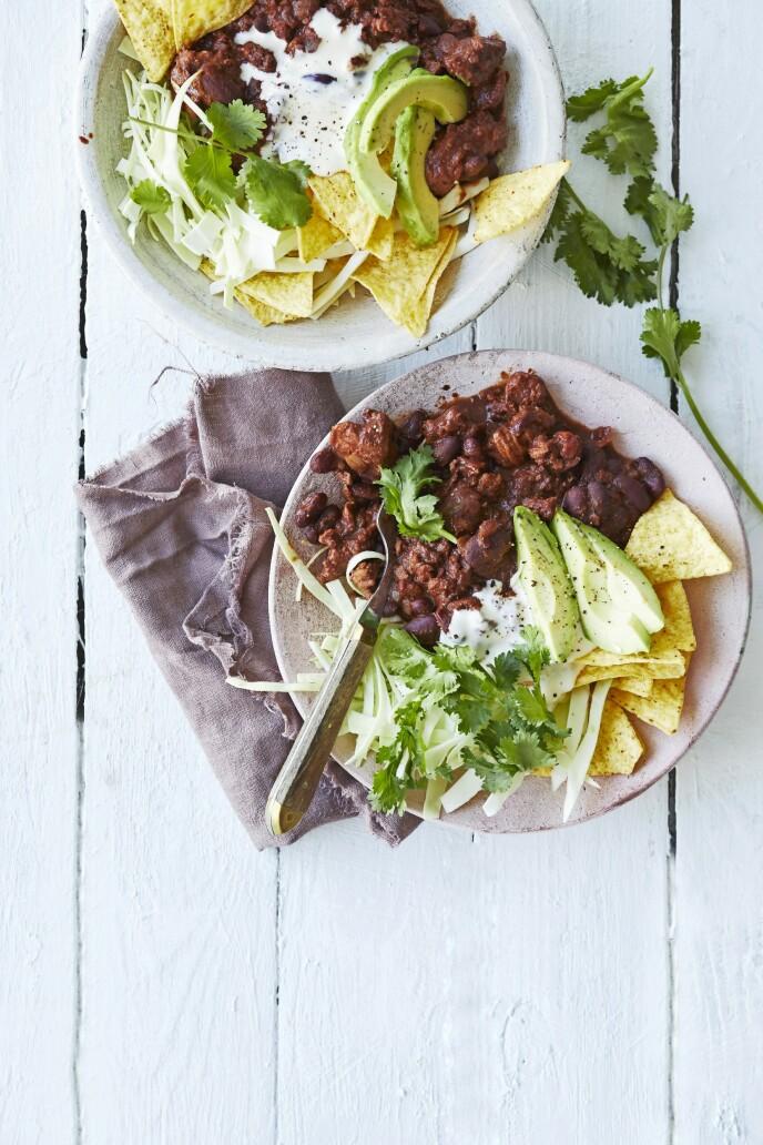 Prøv en ny versjon av den klassiske chili con carne, som her er laget med kyllingkjøttdeig. FOTO: Winnie Methmann