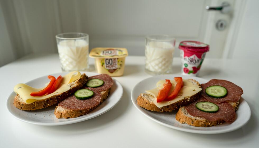 KALORIFORSKJELL: Måltidet til venstre, inneholder 741 kilokalorier. Det til venstre, inneholder 442. Det er altså 299 kalorier i forskjell. Spiser man to slike brødmåltid om dagen, men bare én yoghurt, er forskjellen oppe i 457 kalorier. Foto: Kjersti Westeng