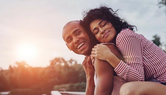 BESTEVENNER: Vennskap og tillit som grunnmur i forholdet er viktig for å opprettholde et tilfredsstillende sexliv, sier ekspert. FOTO: NTB