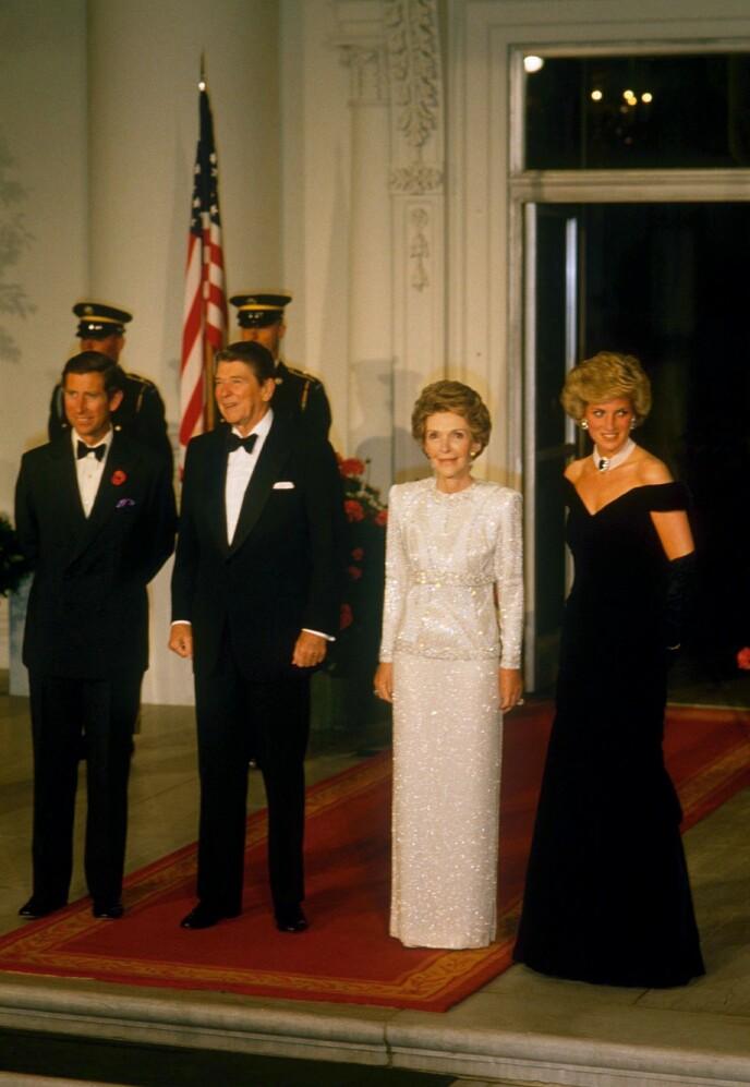 1985: Charles (t.v.) og Diana (t.h.) besøker Ronald og Nancy Raegan i Det hvite hus. Foto. NTB