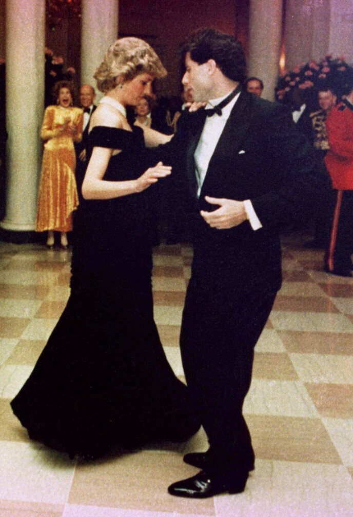 SATURDAY NIGHT FEVER: Diana og John Travolta danset sammen til «You Should be Dancing» fra Saturday Night Fever. Foto: NTB