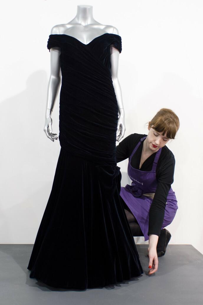 IKONISK: Dianas kjole ble i fjor auksjonert bort til 2,5 millioner kroner. Foto: NTB