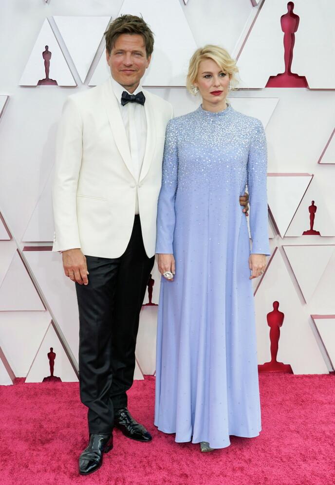 OSCAR-VINNER: Regissør Thomas Vinterberg vant en Oscar for filmen Druk. Ved hans side var den danske skuespilleren Helene Reingaard Neumann. Foto: NTB