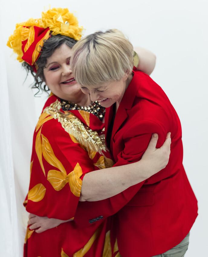 LYKKELIGE: Pernille og Christine giftet seg i 2013, og har vært kjærester siden 90-tallet. FOTO: Astrid Waller