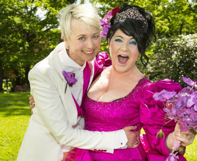 GODT GIFT: Komiker Christine Koht og forfatter Pernille Rygg giftet seg i Ris kirke i 2013, da hadde de vært kjærester i 23 år. FOTO: Privat