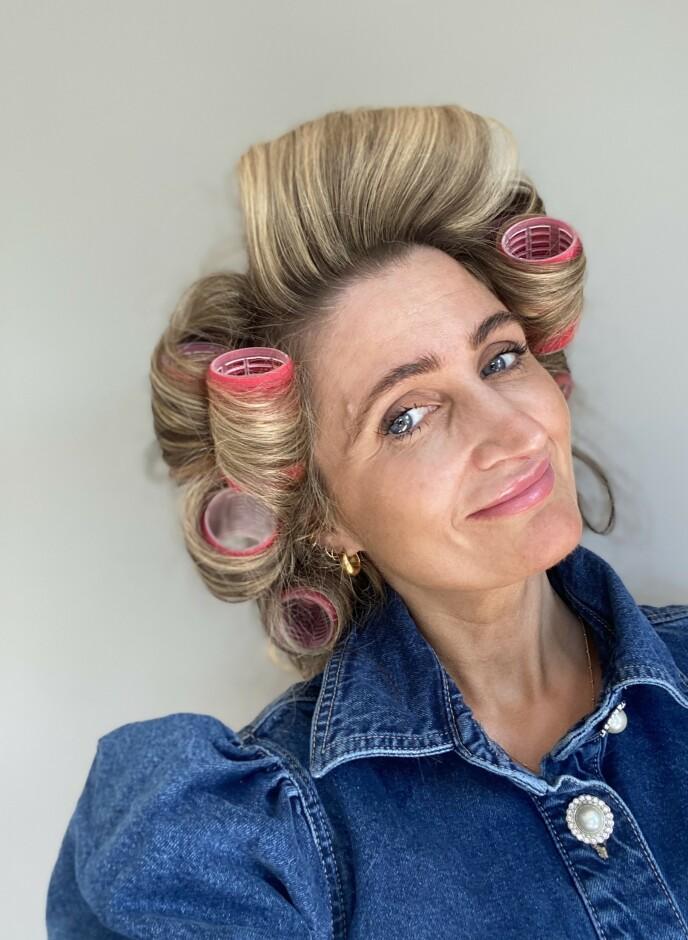 FØR: Slik så håret til frisør Siv Oldervik før hun tok ut rullene. Foto: Siv Oldervik