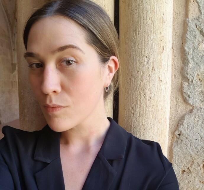 MORSOM IDE: Moteekspert og redaktør Ida Elise Eide Einarsdótti mener munnbind med bunadsmønster er et godt initiativ, så lenge man følger smittevernsreglene. FOTO: Privat