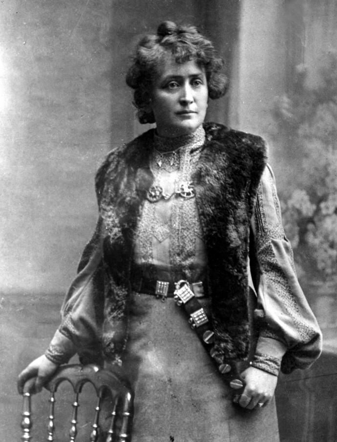BUNADENS MOR: Hulda Garborg var kona til Arne Garborg, men har for all ettertid gått ned i historiebøkene som bunadens mor. FOTO: NTB