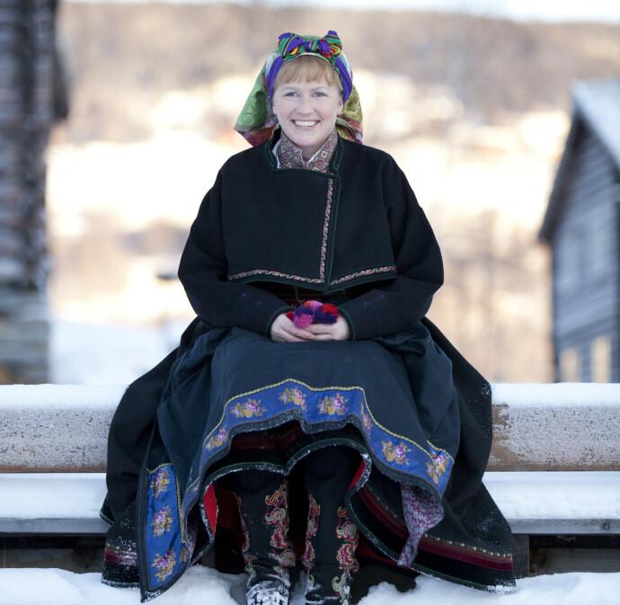 UTEN MODERNE TILBEHØR: Camilla Rossing er leder av Institutt for bunad og folkedrakter og mener man skal være forsiktig med å vanne ut bunadsbegrepet. FOTO: Laila Duràn