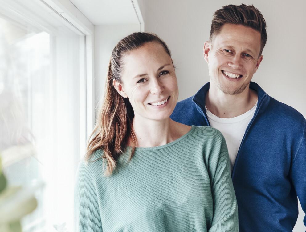 FANT LØSNINGEN: Kristin og HElge har løst problemet de fleste par krangler om. Det var heller ikke så utfordrende, men de måtte begge gå i seg selv. Foto: Yvonne Wilhelmsen