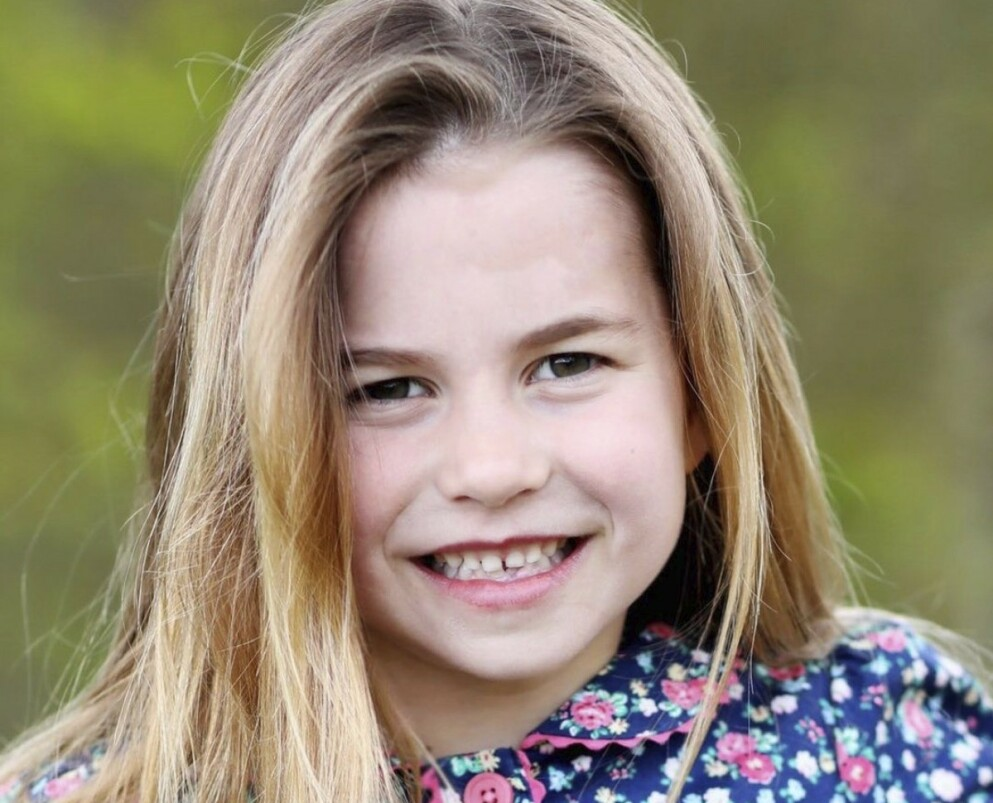 LIKHET: Da prinsesse Charlotte fylte seks år ble følgerne av kontoen @royalfamily slått av den unge prinsessens likhet med .... Ser du hvem hun ligner på? FOTO: Hertuginnen av Cambridge/@royalfamily/instagram