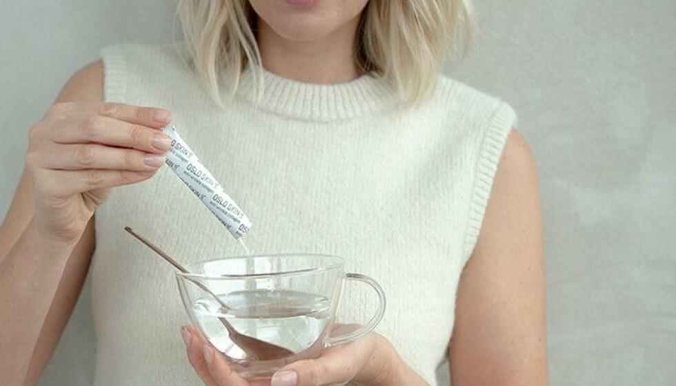 ENKELT Å BRUKE: Pulveret smaker nøytralt og kan enkelt blandes i drikke.
