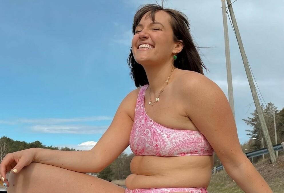 KLAR OPPFORDRING: Camilla Lorentzen forklarer at hun elsker kvinner som poster lettkledde bilder, og tror at de er noe. Foto: Privat