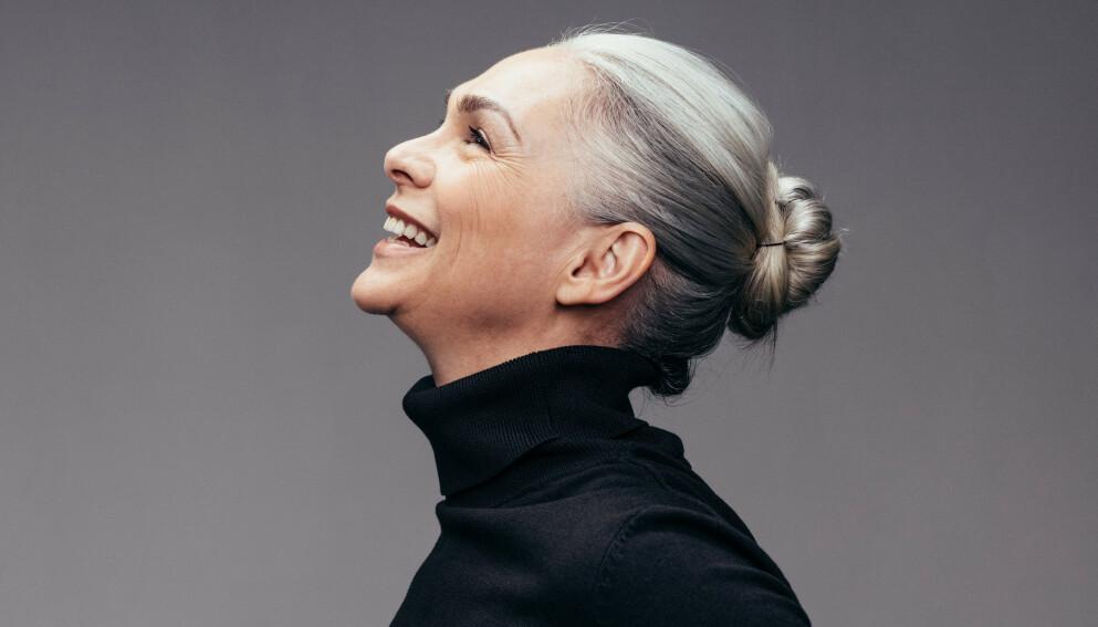 GRÅTT HÅR: Ønsk det naturlige gråe håret velkommen! FOTO: NTB