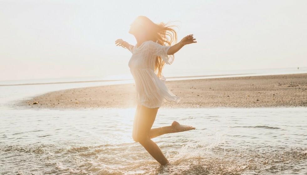 SOL: - De fleste i befolkningen får tilfredsstillende vitamin D-status om sommeren hvis ansikt og armer eksponeres for sol i noen minutter, noen ganger i uken, sier ekspert. FOTO: NTB