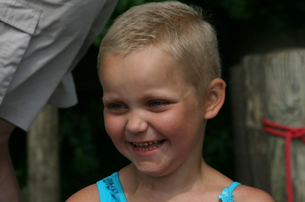 KREFT: Nora var bare fem år gammel da kreften rammet henne. FOTO: Privat