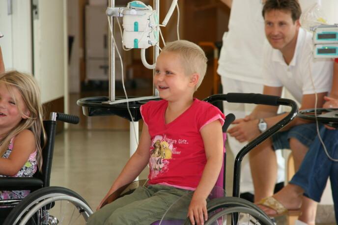 MINNER: Fra sykehuset husker Nora mest de gode stundene med lek og latter. FOTO: Privat