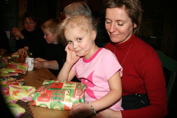 FRYKT: – Vi var selvfølgelig livredde da diagnosen leukemi ble bekreftet, sier mor Tina. FOTO: Privat