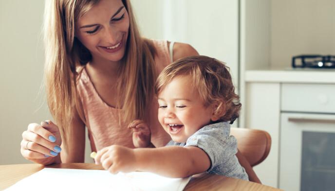 MER TID SAMMEN: Ettbarnsforeldre har ofte mer tid til å følge opp og være sammen med barnet de har, siden oppmerksomheten ikke må fordeles mellom flere. FOTO: NTB
