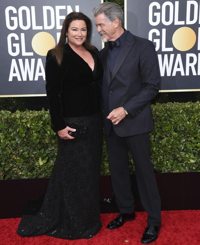 FESTFINE: Pierce Brosnan og Keely Shaye Smith på Golden Globe Awards i 2020. FOTO: NTB