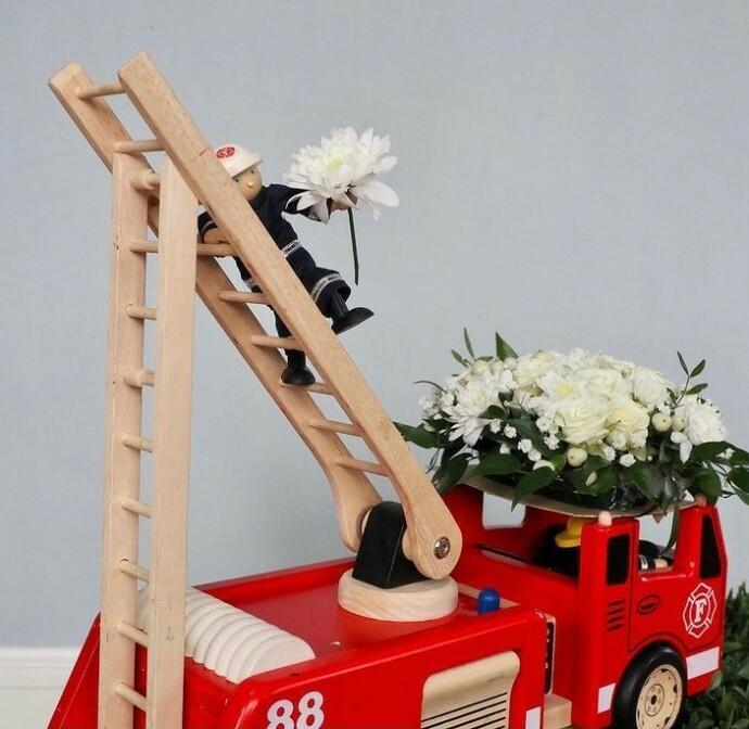 BARNLIG: Jannike Mittet er opptatt av at pynten i kirken ved barnebegravelser skal være tilpasset barn. FOTO: Adjø lille venn