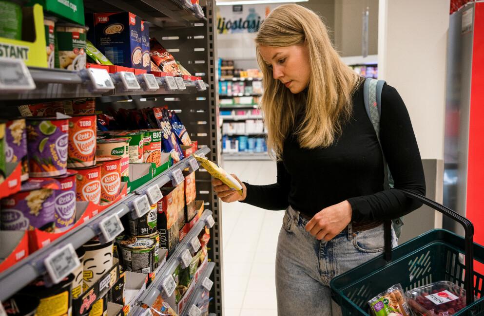 ADVARER: Ekspertene adarer mot ultraprossesert mat. Det er alt fra kjeks og posemat til yoghurter, mat de fleste av oss spiser ukentlig. Foto: Fredrik Heggelihaugen