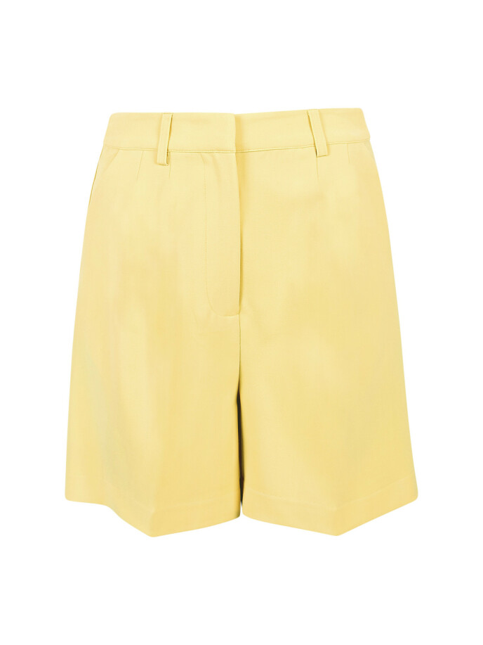 Shorts (kr 360, Bik Bok).