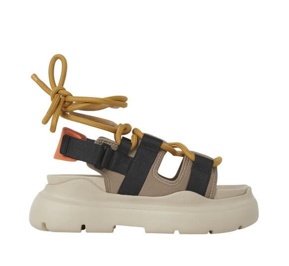 Sandaler med platåsåle (kr 800, H&M).