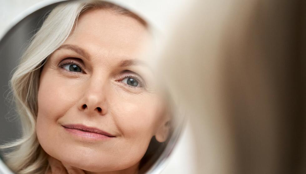 UNG PÅ HÅRET: Det er ikke bare huden som må tas vare på for at man skal se ung og fresh ut. Foto: NTB