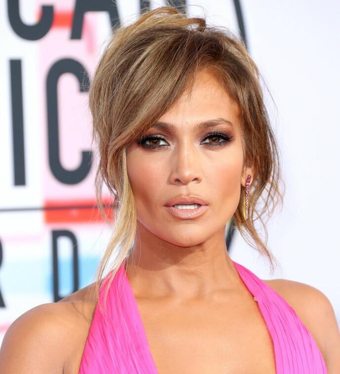 LUGG LIKER VI: Jennifer Lopez har vi kunnet se med lugg flere ganger. Foto: NTB