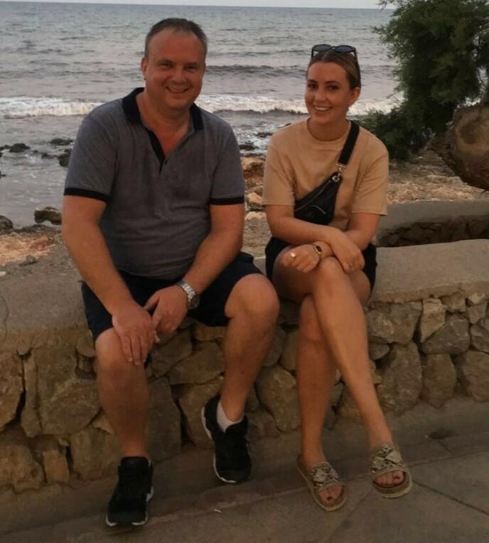 PÅ FERIE: - Forholdet vårt er bare blitt styrket etter Sommerhytta-deltakelsen, sier far og datter Kurt og Veronica til KK. FOTO: Privat