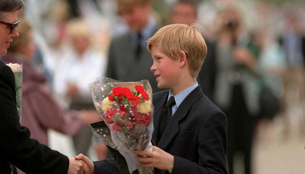 PRINS HARRY: Den lille prinsen var bare 12 år da moren ble drept i en bilulykke. Nok en gang ble alles øyne rettet mot ham, og det var plutselig han som trøstet folket - til tross for at det var han som hadde mistet moren sin. FOTO: NTB