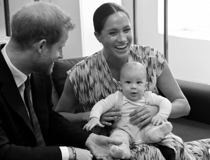VIL BESKYTTE FAMILIEN: Selv om det ikke har falt i god jord hos alle, har prins Harry vært fast bestemt på å verne om seg selv og familien ved å bryte med det britiske kongehuset. Her fra da prins Harry og Meghan tok med sønnen Archie til Cape Town høsten 2019. FOTO: NTB