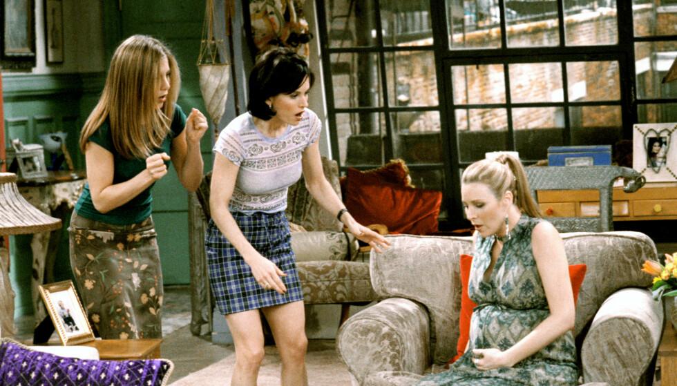 GRAVID: Lisa Kudrow var gravid på ekte da hun spilte gravid med trillinger i serien. Her fra sesong 5 sendt på TV i 1998. FOTO: NTB