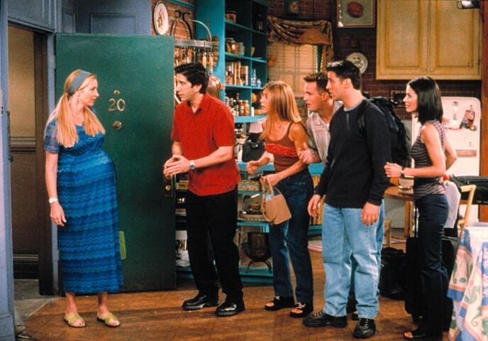 HØYGRAVID: Lisa Kudrow gikk gravid med en liten gutt under innspillingen i 1998. I serien fikk karakteren Phoebe trillinger. FOTO: NTB